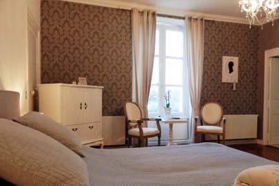 Chateau boxspring in chambre Melrose Loire valley Bed and Breakfast B&B France op La Mothaye