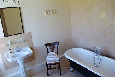 Bathroom Loire valley Bed and Breakfast B&B France chateau La Mothaye